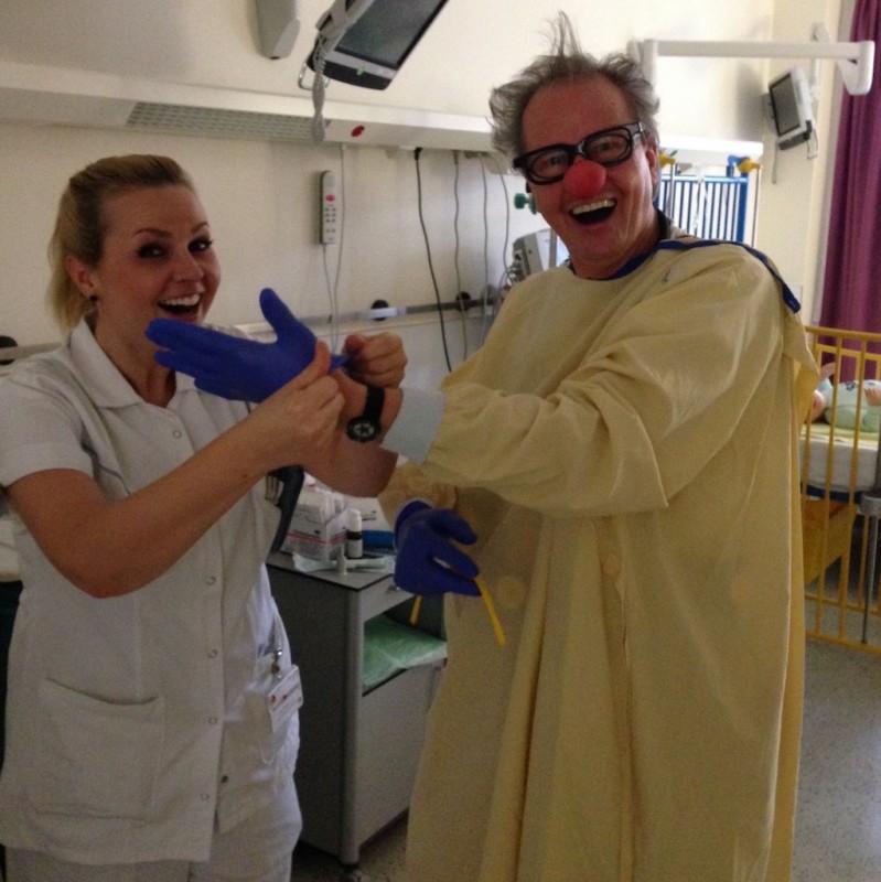 Dr Quatsch bekommt Hilfe von der Fachkrankenschwester
