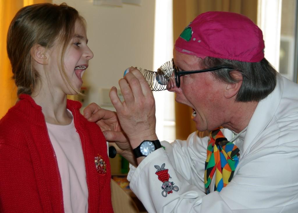 Eine Untersuchung mit Dr Quatsch dem Super Klinik Clown