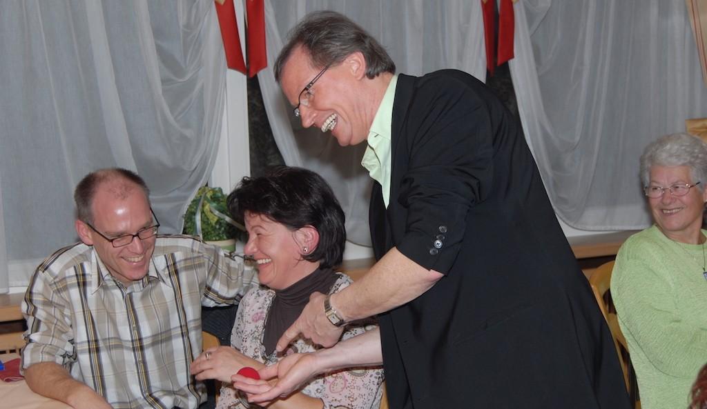 Bei Jürgens Tischzauberei gibts für die Gäste viel zu Lachen und Staunen